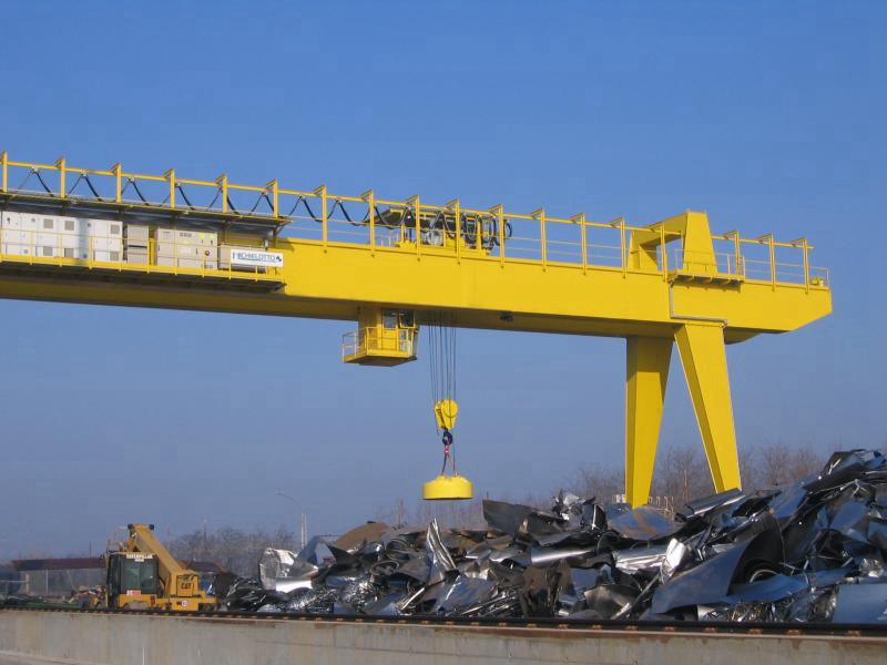 Steel Scrapyard Gantry Crane with Lifting Magnet