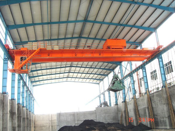 10t Double Girder Overhead Crane with Clamshell Type Electric Hydraulic Grab